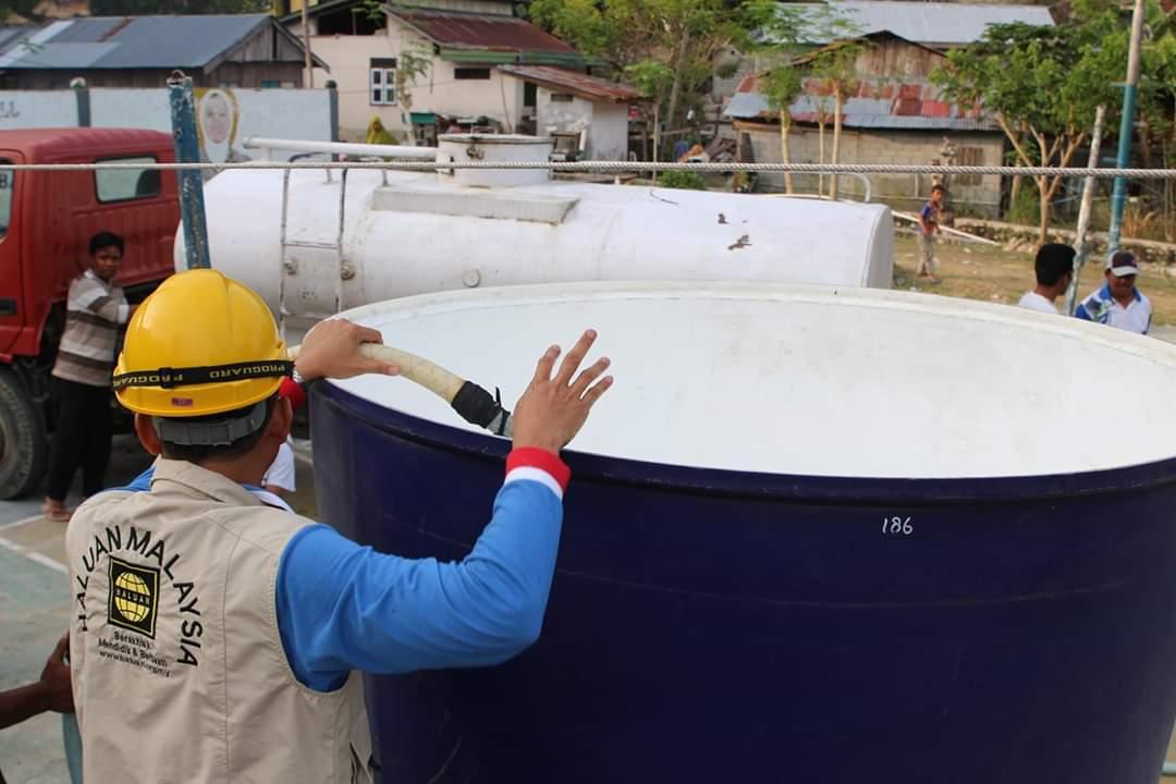 Dana Sumbangan Rakyat Malaysia Bekalkan Air Bersih Untuk Mangsa Bencana di Donggala