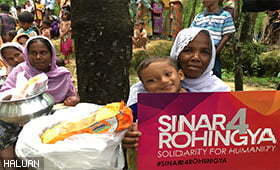 SINAR4ROHINGYA: Relawan HALUAN Agih Kit Kebersihan Diri Di Kem Nayapara