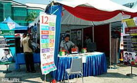 Aktivis HALUAN Johor Promosikan IPT Angkat