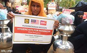 Relawan HALUAN Agih Kit Kebersihan Diri Kepada Pelarian Rohingya