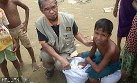 SINAR4ROHINGYA: Bantuan Diagihkan Untuk Pelarian Yang Baharu Tiba Di Teknaf