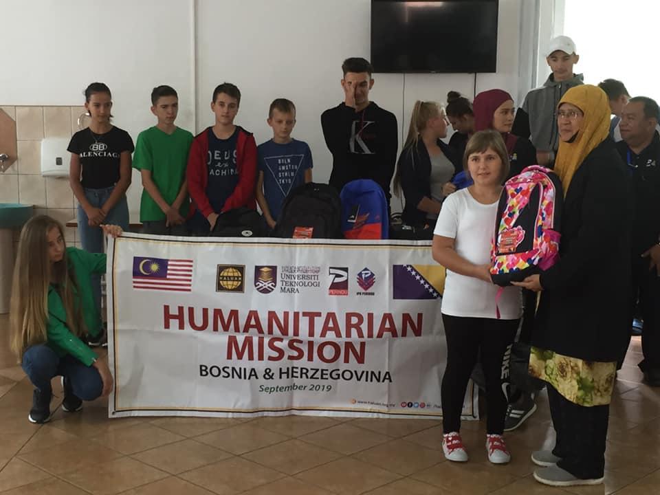 HALUAN Agih Keperluan Sekolah Kepada Pelajar Bosnia
