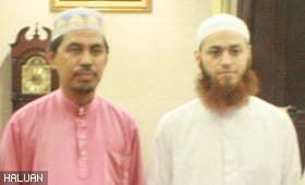 Masyarakat Kuantan Rebut Peluang Solat Terawih Bersama Imam Dari Gaza