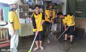 Relawan HALUAN Jalankan Operasi Membersih Rumah, Masjid