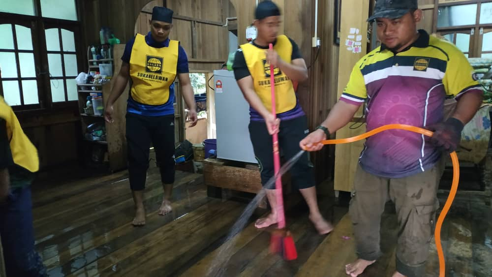 HALUAN Gerak Sukarelawan Bantu Mangsa Banjir