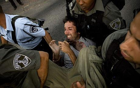 Video Polis Israel Berlaku Biadap Terhadap Keluarga Palestin Tersebar di Youtube